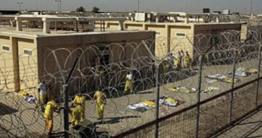 Escape of hundreds Tripoli prisoners