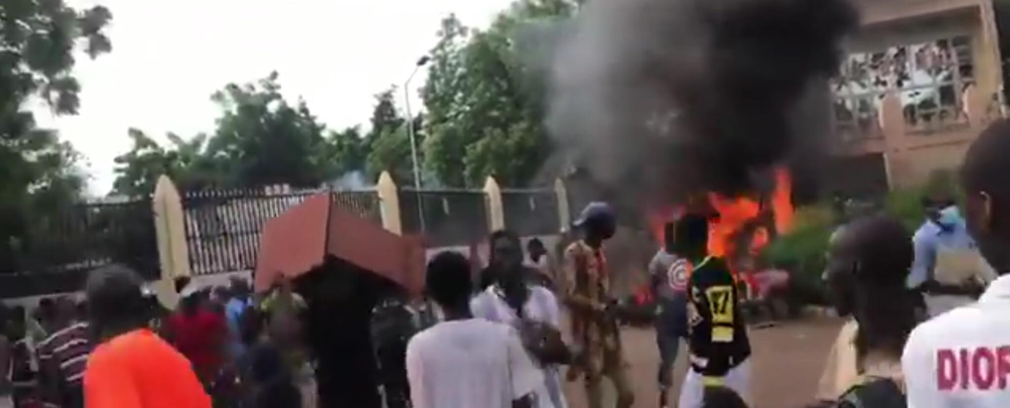 Mali protestors occupy state buildigs