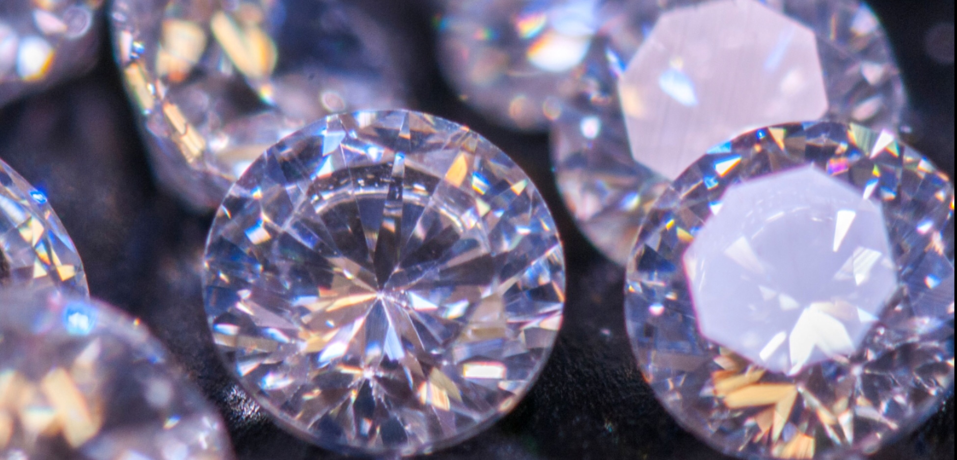 De Beers diamond mining to cut jobs